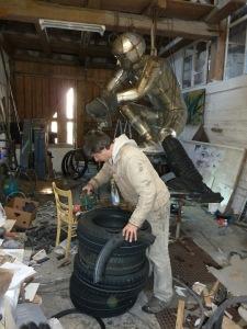 von Reifen bis Edelstahl, vielfällstigste Materialien vom Kunstwerk bis zum unikat funktionalen Gebrauchsgegenstand