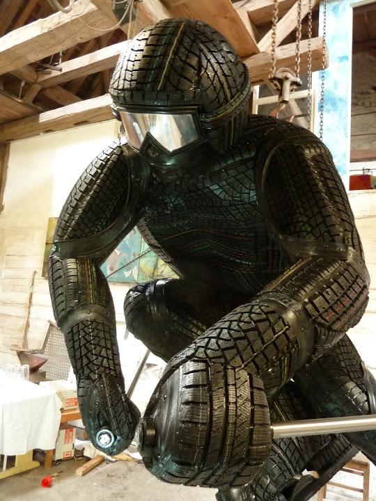 Reifen Statue - Kunstwerk